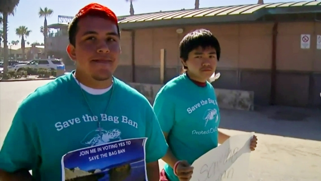 Students Urge Voters to 'Save the Bag Ban'