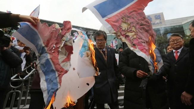 S. Koreans Burn Kim's Photo as N. Korean Band Leader Passes