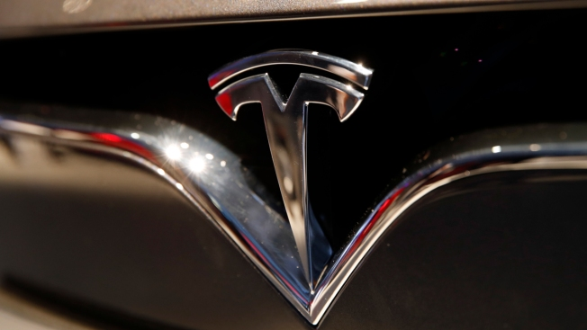 Apple Bid to Buy Tesla in 2013 for $240 a Share, Analyst Says