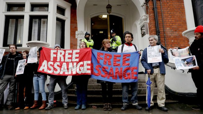 Swedish Authorities to Continue Questioning Wikileaks Founder on Tuesday