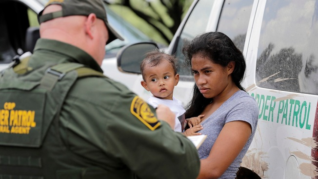 US to Reunite, Release Half of Detained Migrant Kids Under 5