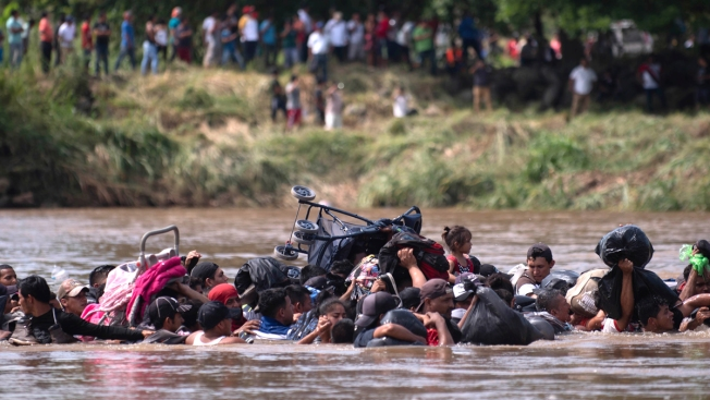 Migrant Caravan Demands Transport as 2nd Group Enters Mexico