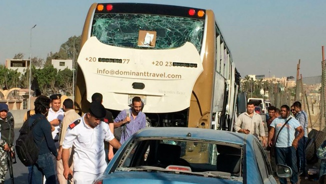 Bomb Hits Tourist Bus Near Egypt's Giza Pyramids, Wounds 17