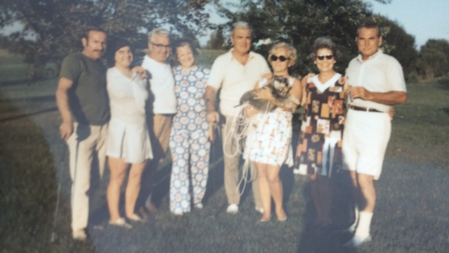 $2 Auction Purchase Puts Lost Photos Back in Family's Hands