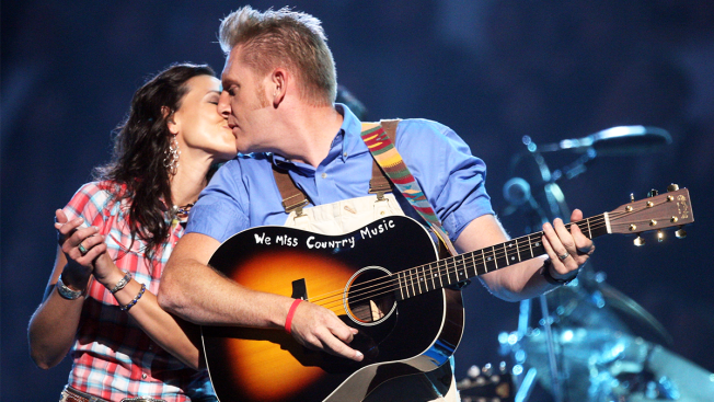 'One Last Kiss:' Joey Feek Says Goodbye