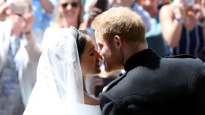 Royal Wedding Kiss.Sealed With A Kiss Prince Harry Meghan Markle Wed Nbc 7