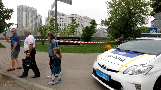 Explosive Hurled at US Embassy in Kiev; No One Hurt