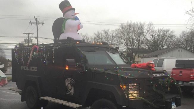 Manchester Police Help Santa on Christmas Day