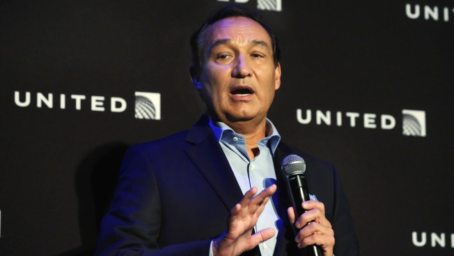 United's board, Munoz agree he will not become chairman next year