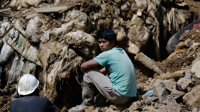 Hope Fades in Philippines for Dozens Trapped in Landslides