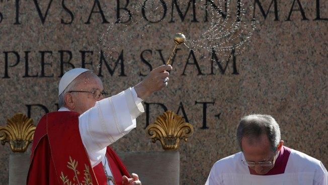 Pope on Palm Sunday Decries Suffering From War, Terrorism