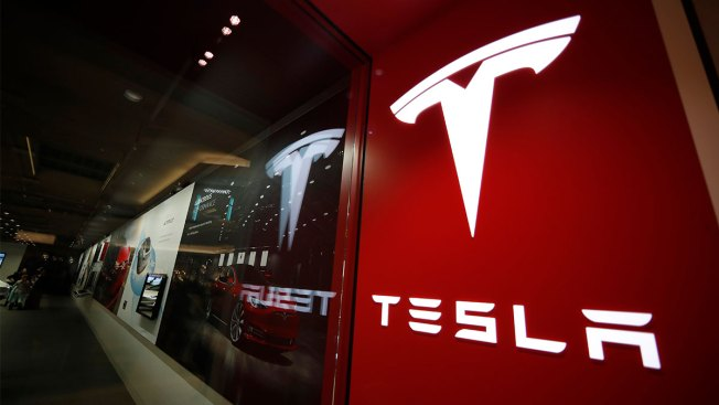 Tesla to Close Stores, Take Orders for a $35,000 Model 3