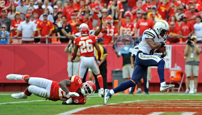 Chargers Use 6 Turnovers to Beat Chiefs 37-20