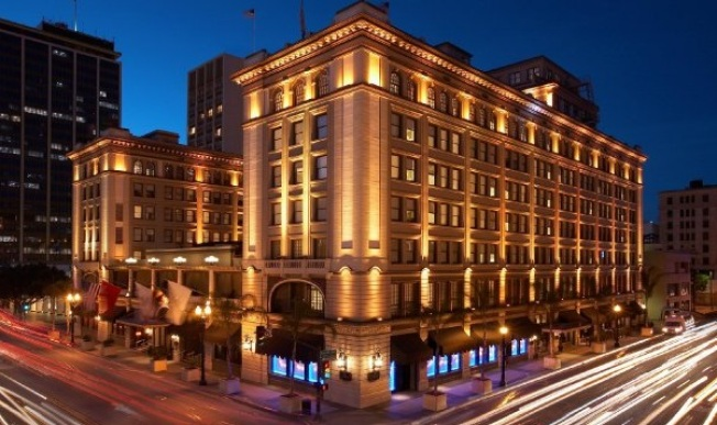 Chinese Firm Bids on Starwood Hotels