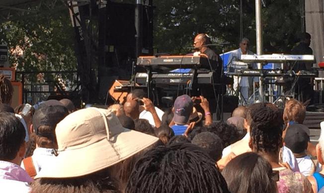Stevie Wonder Performs Pop-Up Show in D.C.
