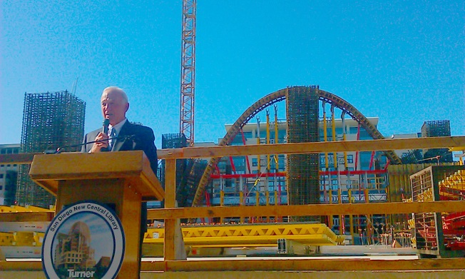 Mayor Leads Ceremony at Library Construction Site