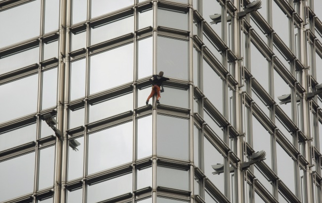 'Spiderman' Scales Hong Kong Skyscraper