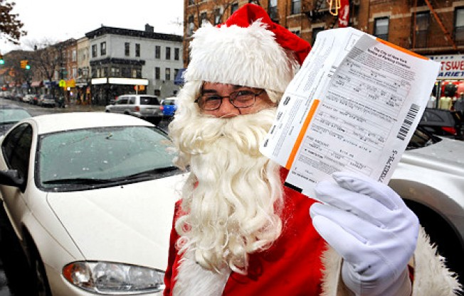 """Santa Got Pinched?"" Big Shot Lawyer to Defend Claus"