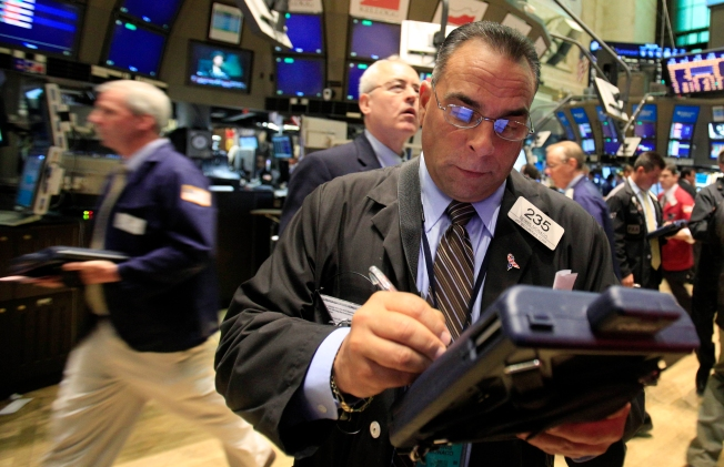 Stocks End Mixed After Chrysler Bankruptcy News