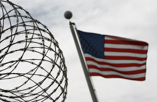 Feds Install Razor Wire Atop Border Fence