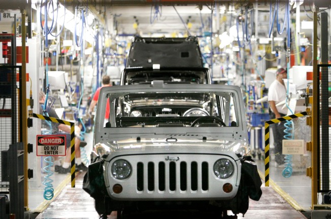 Chrysler Closes All Plants for 30 Days