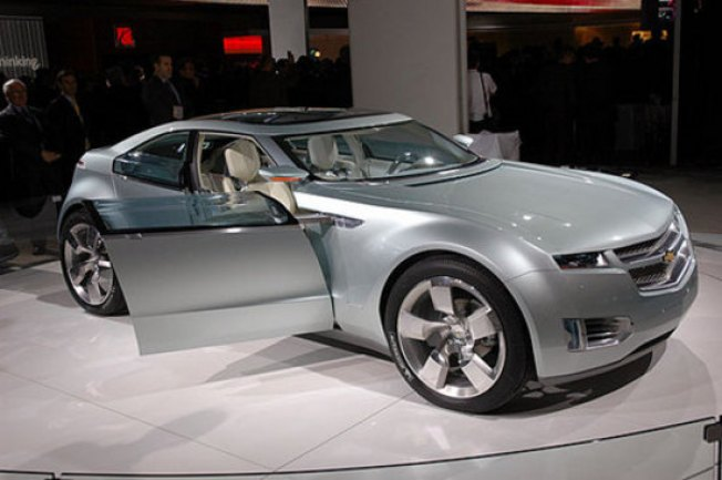 Electric Car Wave Offers Opening to Startups