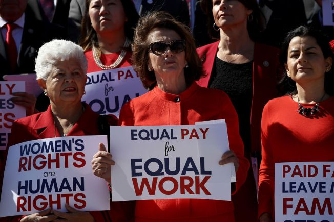 Iowa Lawmakers Show Support of Equal Pay Day