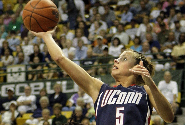 Undefeated UConn Wins Top Seed in Women's NCAA Tourney
