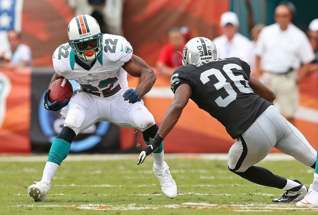 Raiders Befuddled by Their Sloppy Tackling in Loss to the Dolphins