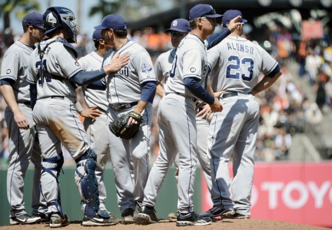 Padres Dig the Longball in 6-3 Win over Giants
