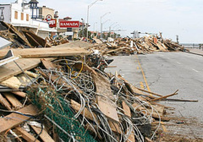 Galveston Evacuees Get First Look at Ike's Damage