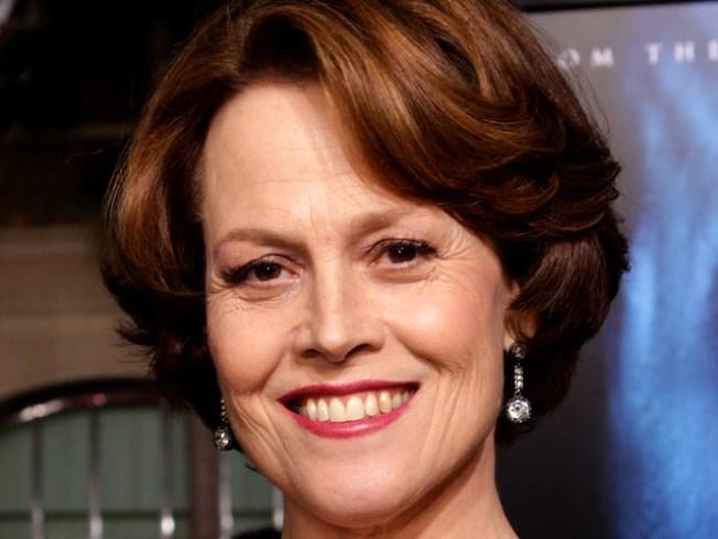 """SNL"" Host Sigourney Weaver Lampoons ""Avatar"""