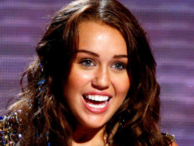 "Miley Cyrus: ""I Just Can't"" Watch ""Glee"""