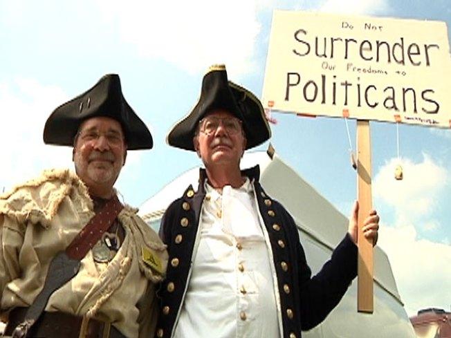 Tea partiers turn on GOP leadership