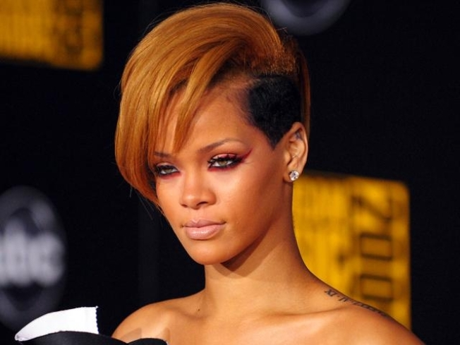 "Rihanna Says Leak of Nude Pix Was ""Humiliating"""