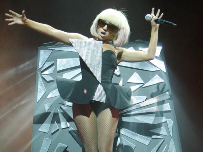 12/19: Gaga, Ooh La La