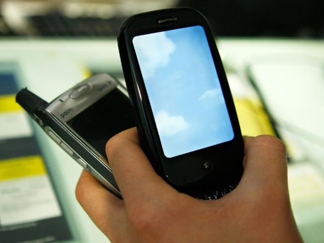 BlackBerry Users Lust After iPhone, Android
