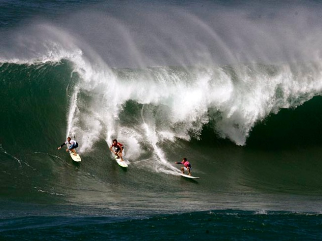 OC Man Surfs Into 1st Place at Waimea Big-Wave Contest