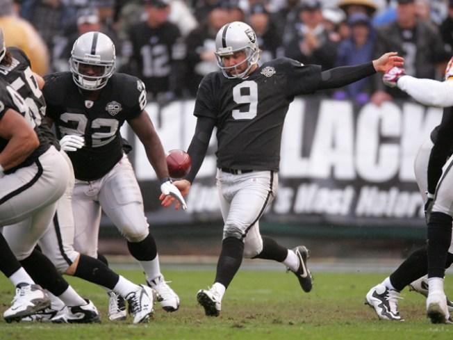 Raiders Trying Punter Lechler at Quarterback