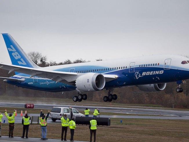 Dreamliner Takes Flight