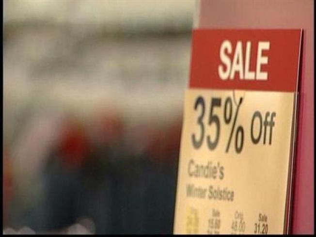Stores Try to Lure Last-Minute Shoppers