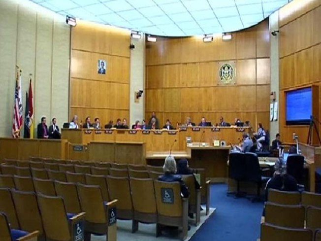 SD Mayor, Council Salary Hikes Run Political Risks; Commissioners Craft New Approach to Increases