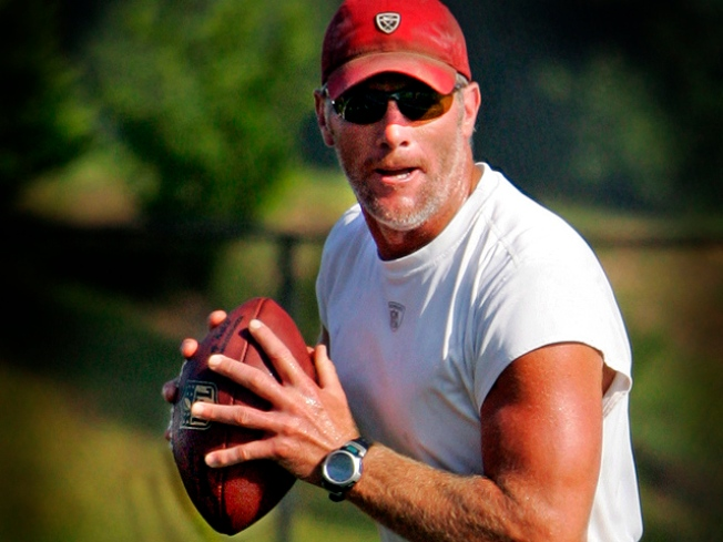 Brett Favre Signs With the Vikings