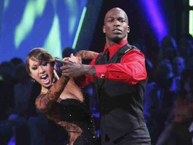 """Dancing With The Stars"" Down to 3 Celebrities For Finals Following Elimination"