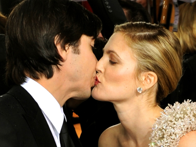 "Drew Barrymore & Justin Long ""Exploit"" Their ""History"" For ""Going The Distance"""