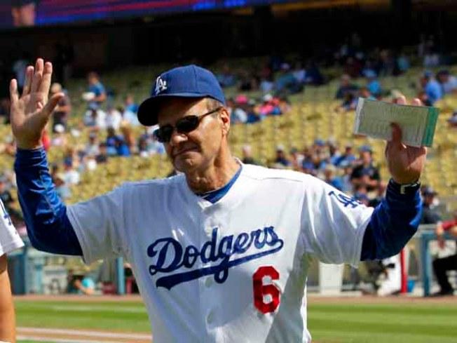 Joe Torre Hangs Up His Dodger Blue