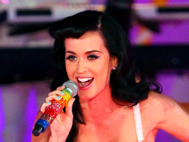 Katy Perry Performs After Receiving 17 Stitches