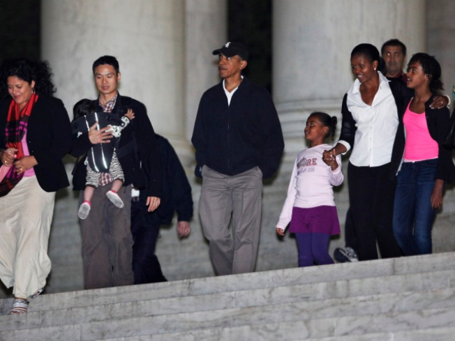 First Family Tours the Washington Monuments