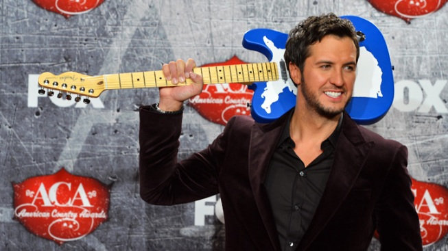 Luke Bryan Cleans up at ACAs With 9 Awards