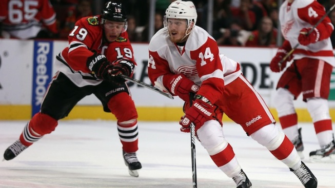 Blackhawks Stay Alive with Win over Red Wings, 4-1